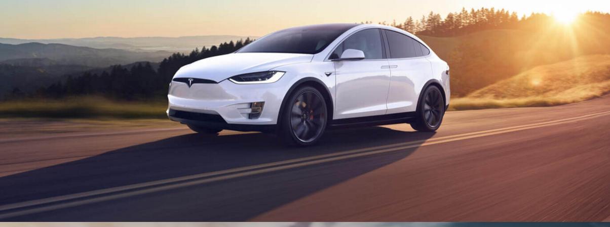 Ismét egy vezető hagyta ott a Tesla-t