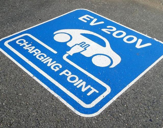 Megoldás a töltőn hagyott elektromos autókra
