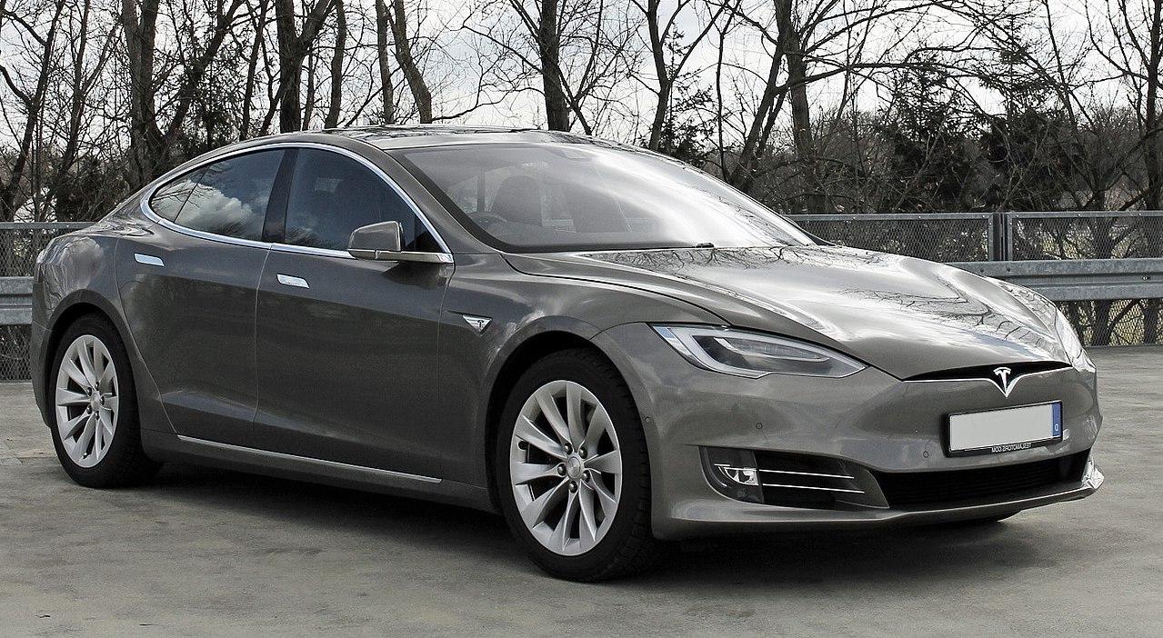 Versenypályán is tarol a Tesla