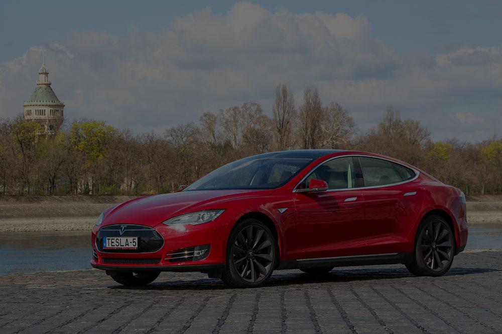 Tesla model S nagyobb hatótávval