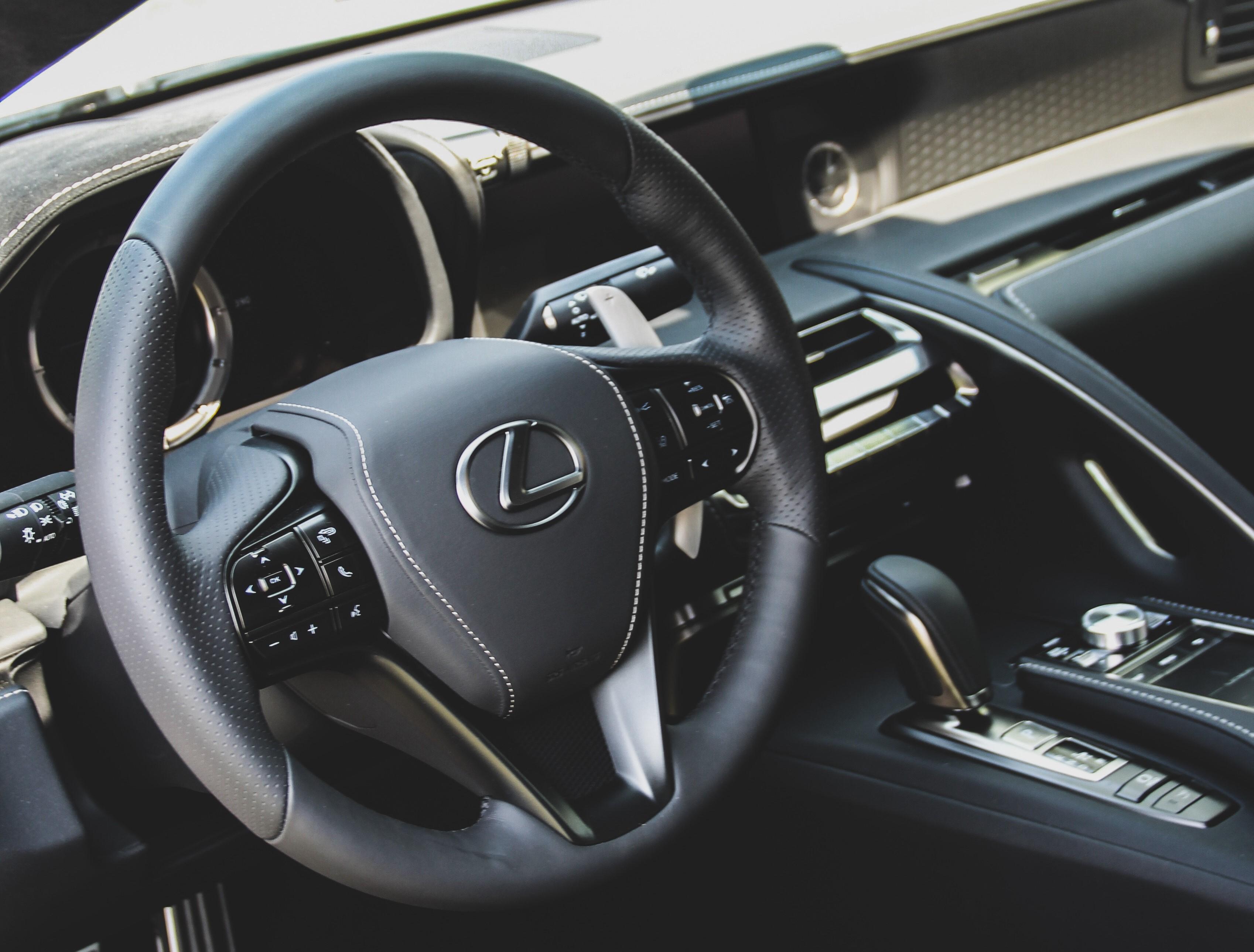 Vagány lett az új hibrid Lexus