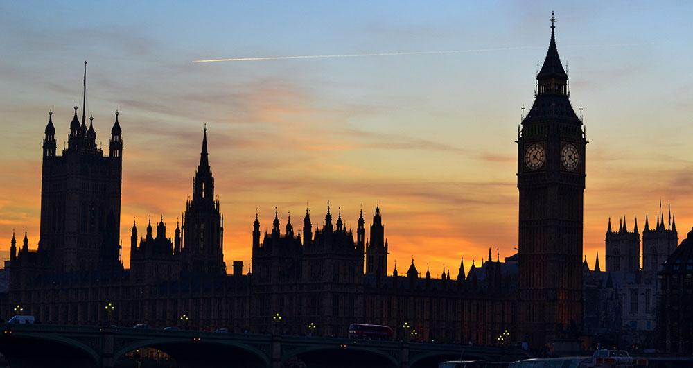 Dupla annyi töltő kerül forgalomba Angliában