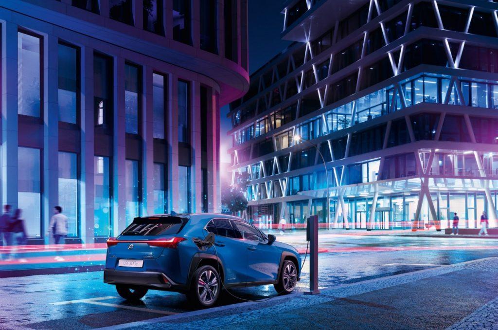 Bemutatkozott az elektromos Lexus