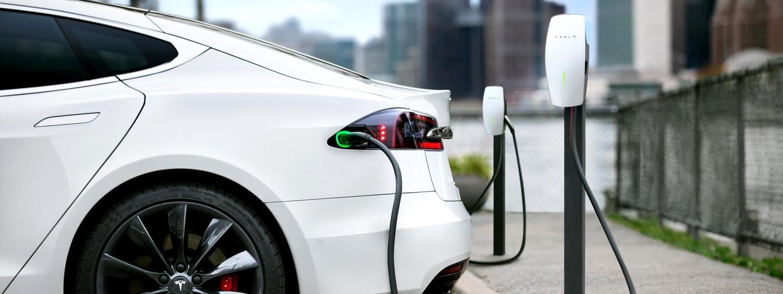 A Tesla megkezdte az új töltőállomások kiépítését